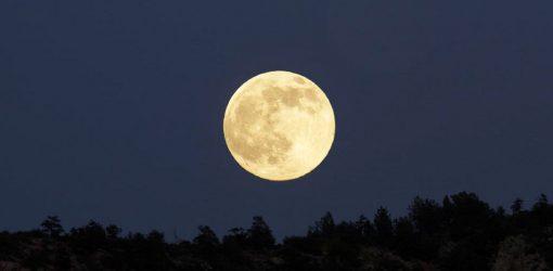 عکسی ز روی خوب تو، در ماه میکشم …