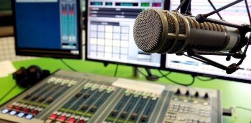 مصاحبه با برنامه نقطه سر شب در رادیو تهران